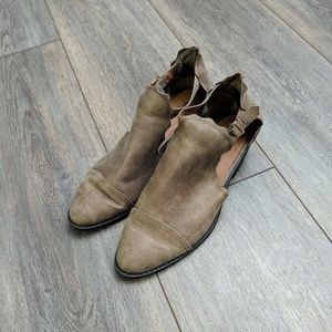 Qupid cut out tan booties